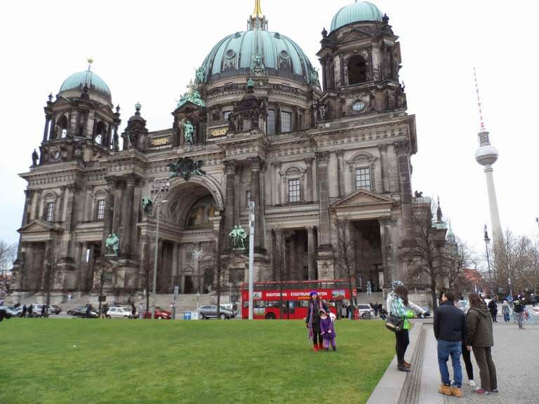 Berlin katedralinden bir görünüm