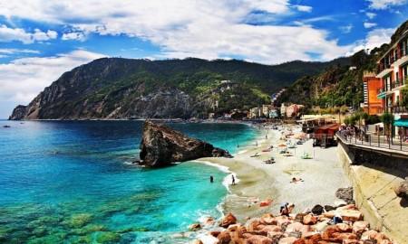 monterosso kıyıları