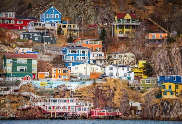 kanadanın renkli evleri