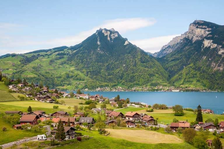 Alpler'in Gölgesindeki 8 Masalsı Ülke
